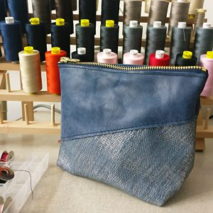 THE LONDON LEATHER WORKSHOP - split make up bag